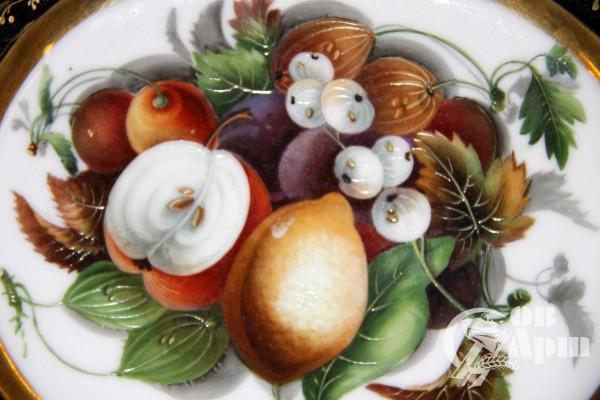 Блюдо с изображением фруктов и цветов
