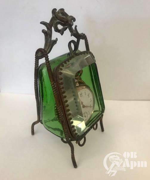 Часы карманные в стеклянном футляре
