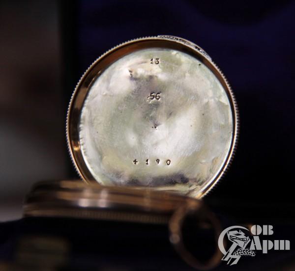 Часы с эмалью