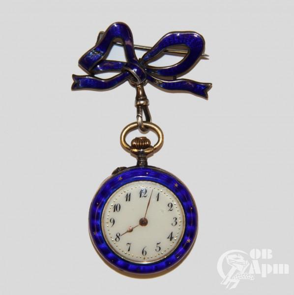 Часы с подвесом в виде банта