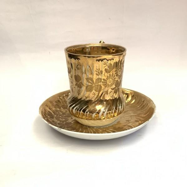 Чайный бокал с блюдцем золотой