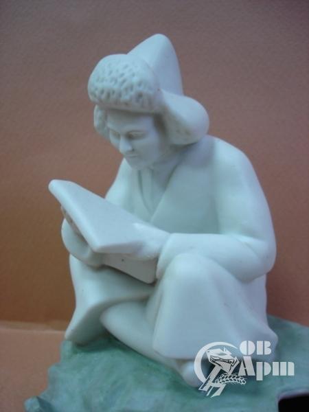 "Чернильница""Калмык, читающий газету"""