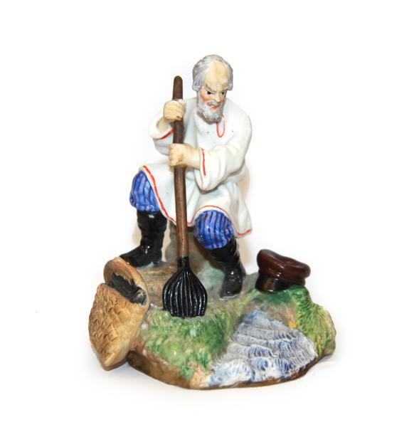 "Cкульптура ""Рыбак на берегу"""