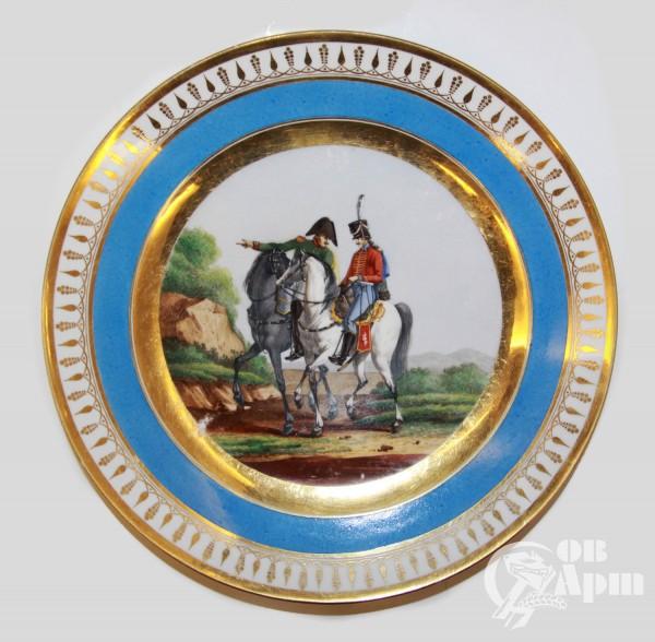 Декоративная тарелка с изображением военных