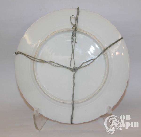 Декоративная тарелка с жанровой сценкой
