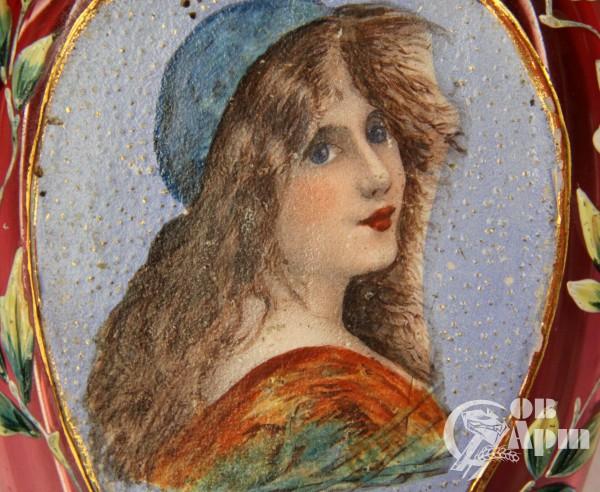 Флакон с изображением женского портрета