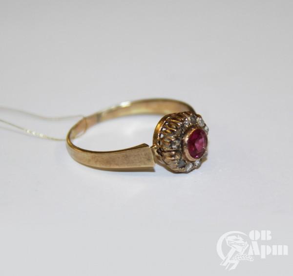 Кольцо алмазами и выращенным рубином