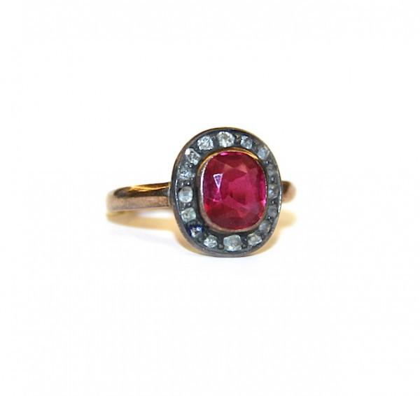 Кольцо с алмазами и рубином