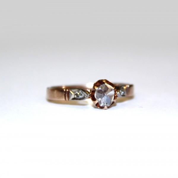 Кольцо с алмазом