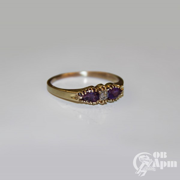 Кольцо с аметистами и бриллиантом