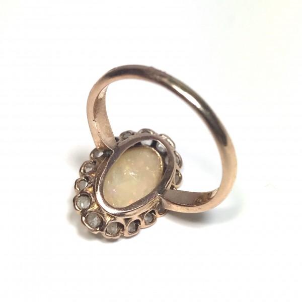 Кольцо с благородным опалом