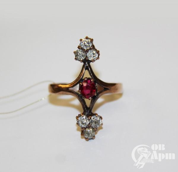 Кольцо с бриллиантами и рубином