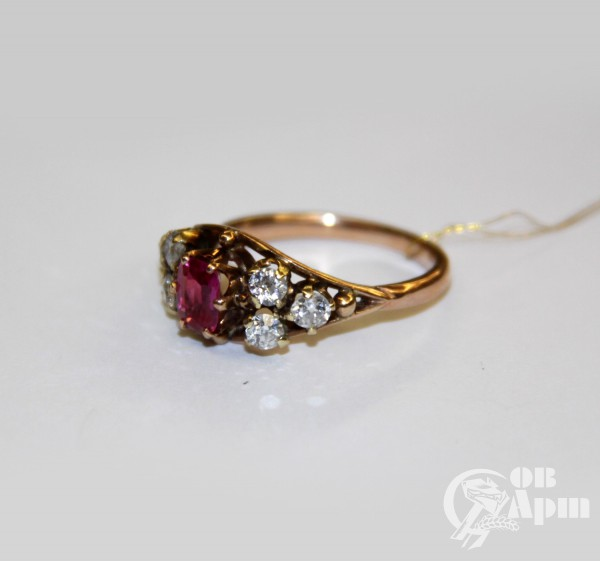 Кольцо с бриллиантами и рубином выращенным