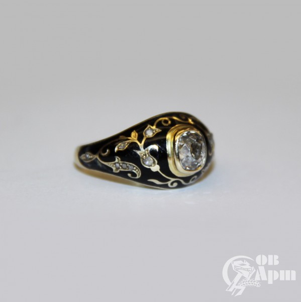 Кольцо с бриллиантом и черной эмалью