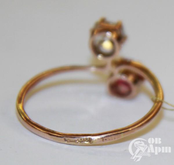 Кольцо с бриллиантом и рубином