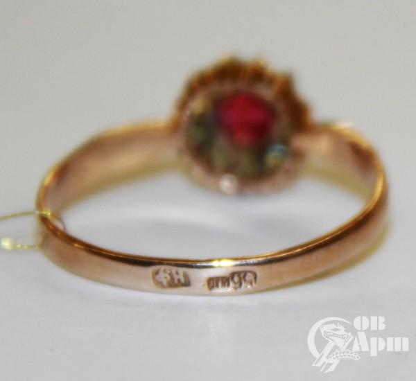 Кольцо с демантоидами и рубином выращенным