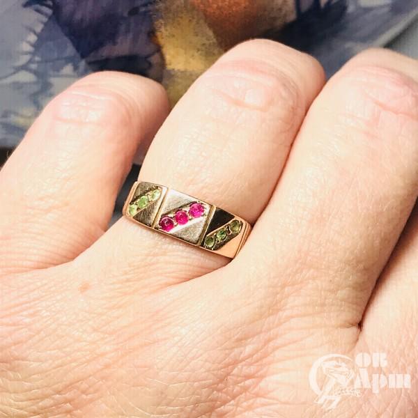 Кольцо в стиле модерн  с демантоидами и выращенными рубинами