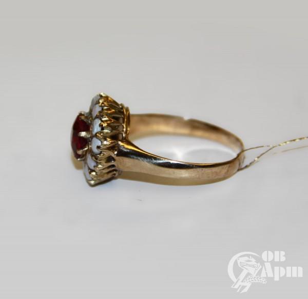 Кольцо с дублетом и опалами