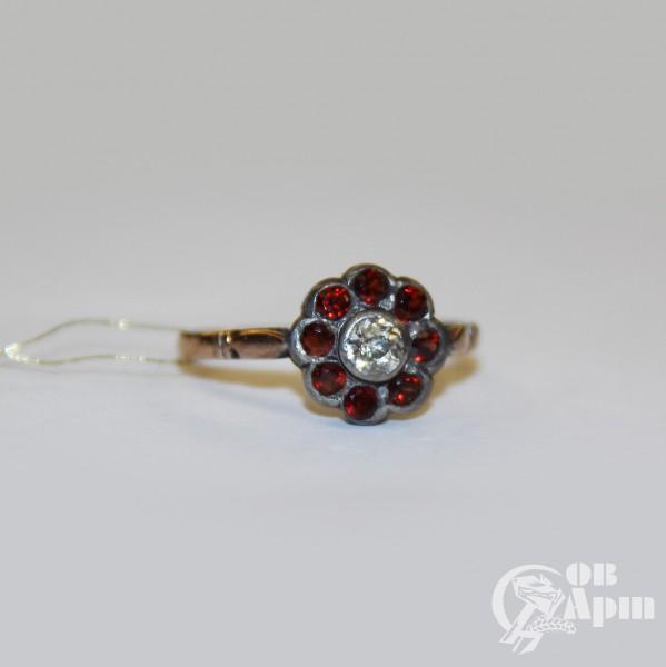 Кольцо с гранатами и бриллиантом