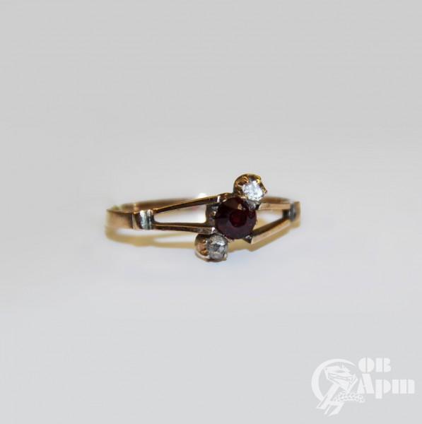 Кольцо с гранатом и алмазами