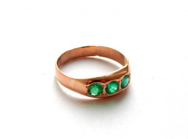 Кольцо с изумрудами