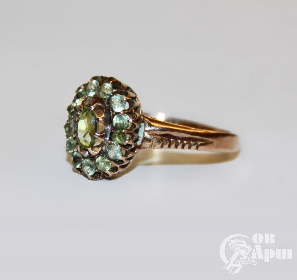 Кольцо с хризолитами