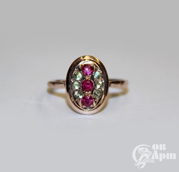 Кольцо с хризолитами и рубинами выращенными