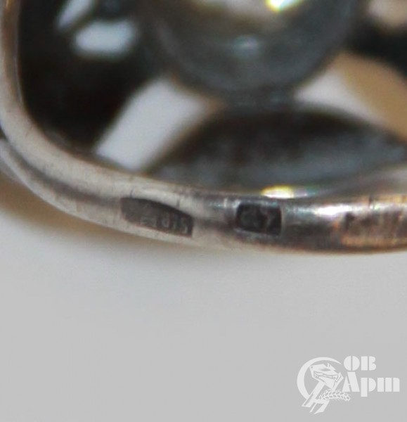 Кольцо с хрусталем