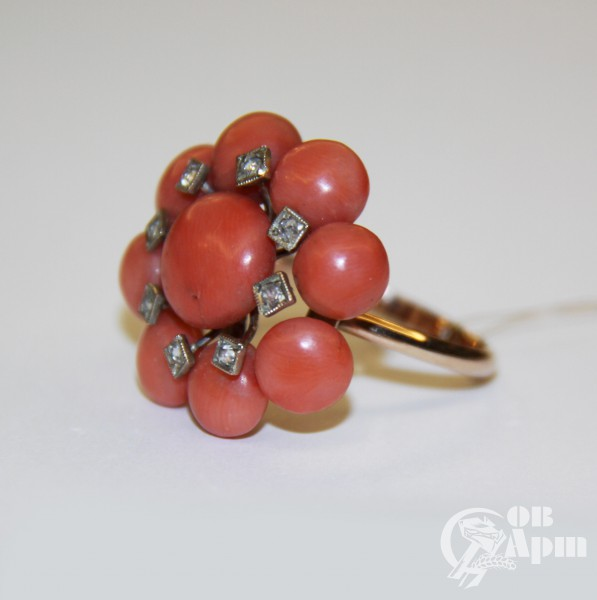 Кольцо с кораллами