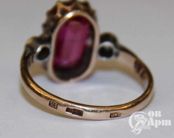 Кольцо с рубином выращенным и бриллиантами