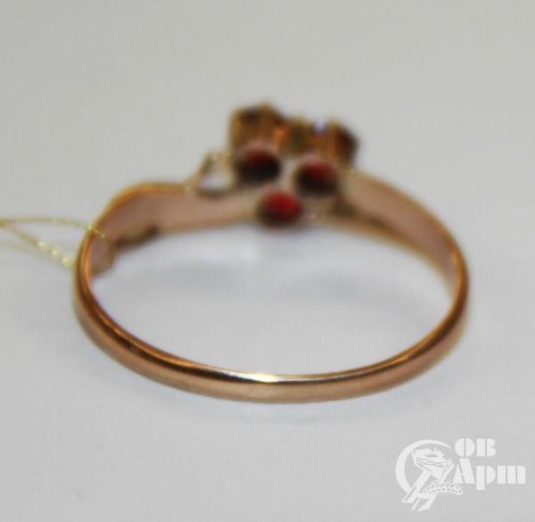 Кольцо с красным стеклом и жемчугом природным