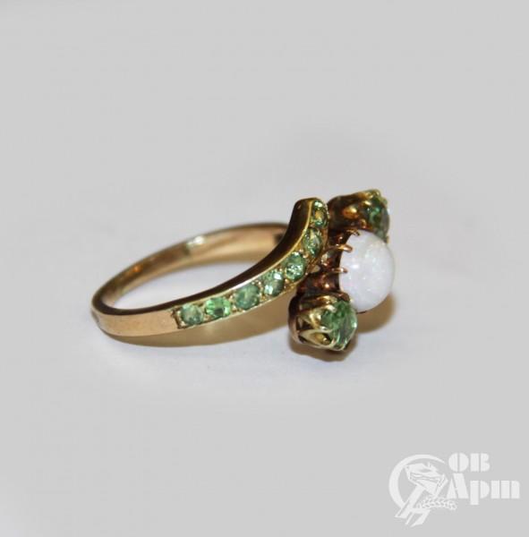 Кольцо с опалом и демантоидами