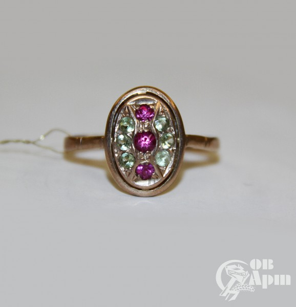 Кольцо с рубинами и хризолитами