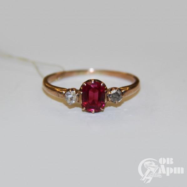 Кольцо с рубином выращенным и алмазами