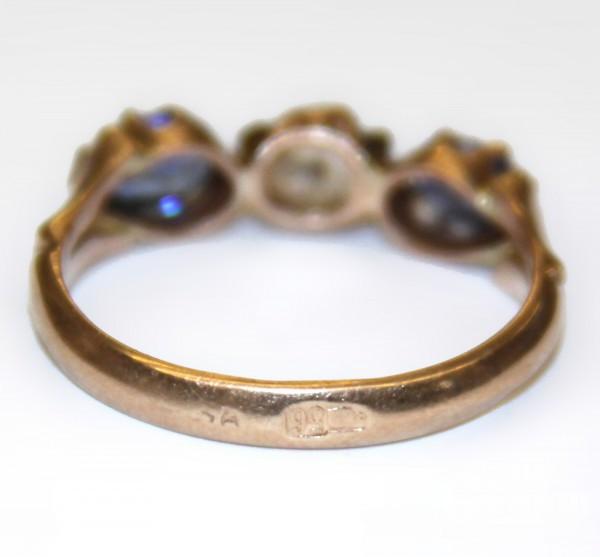 Кольцо с сапфирами и бриллиантом