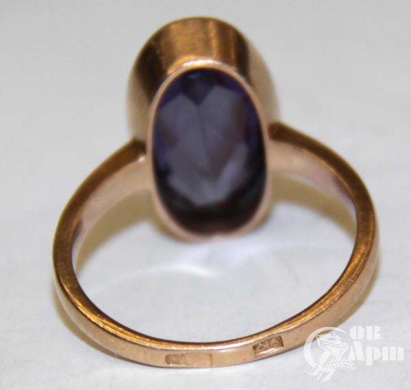 Кольцо с выращенным корундом