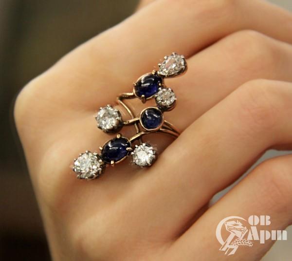 """Кольцо """"Веточка"""" с бриллиантами и сапфирами"""