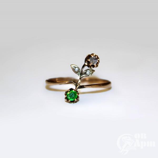 """Кольцо """"Веточка"""" с демантоидом, алмазом и жемчугом"""