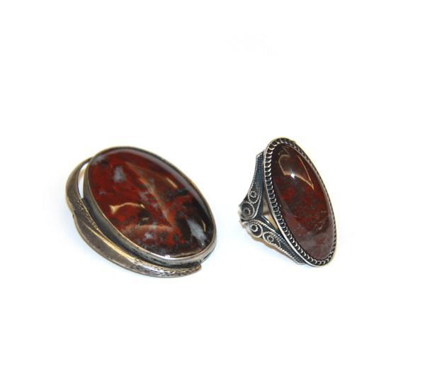 Комплект: брошь и кольцо с яшмой