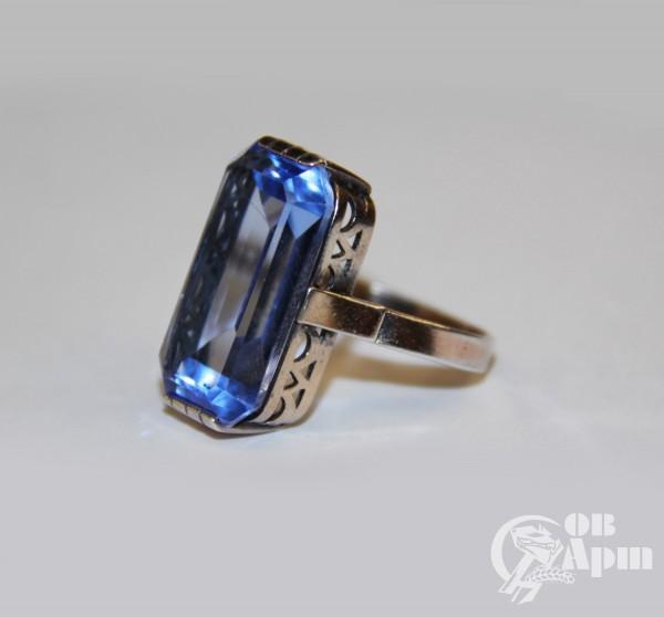 Комплект: кольцо и серьги с синими корундами