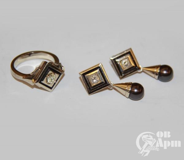 Комплект с бриллиантами и жемчугом