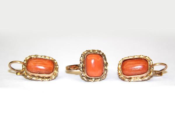 Комплект с кораллами (серьги и кольцо)