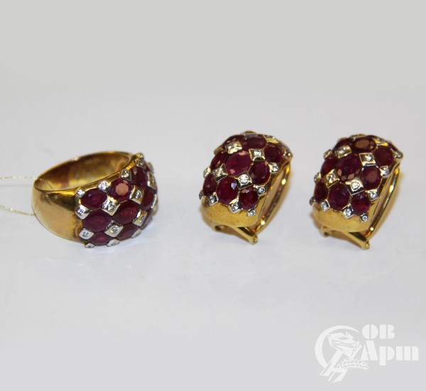 Комплект: серьги и кольцо с рубинами и бриллиантами