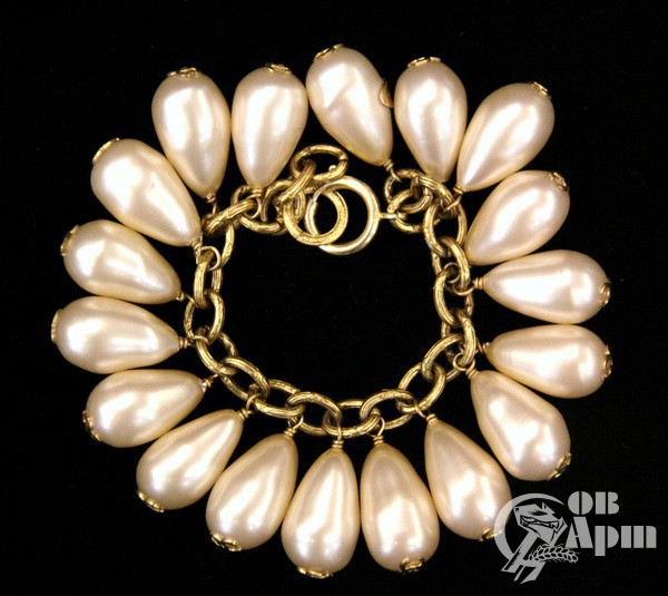 Комплект жемчужный: колье и браслет с логотипом Chanel