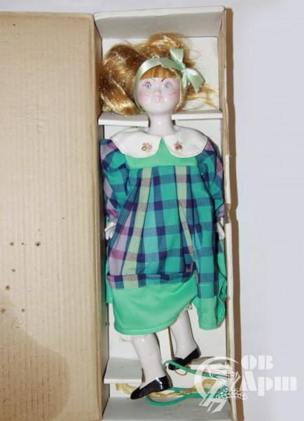Кукла фарфровая