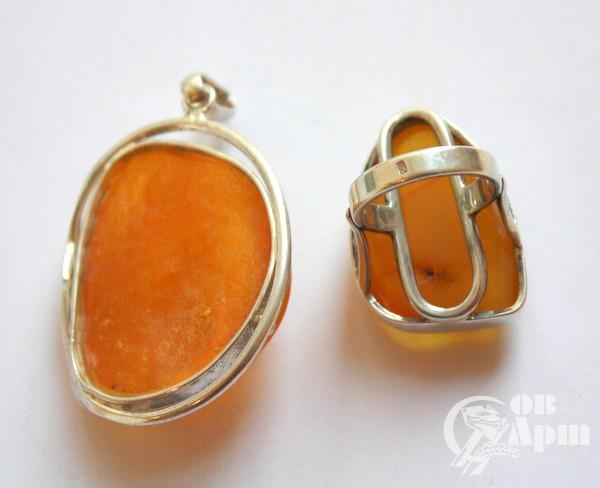 Кулон и кольцо с янтарем