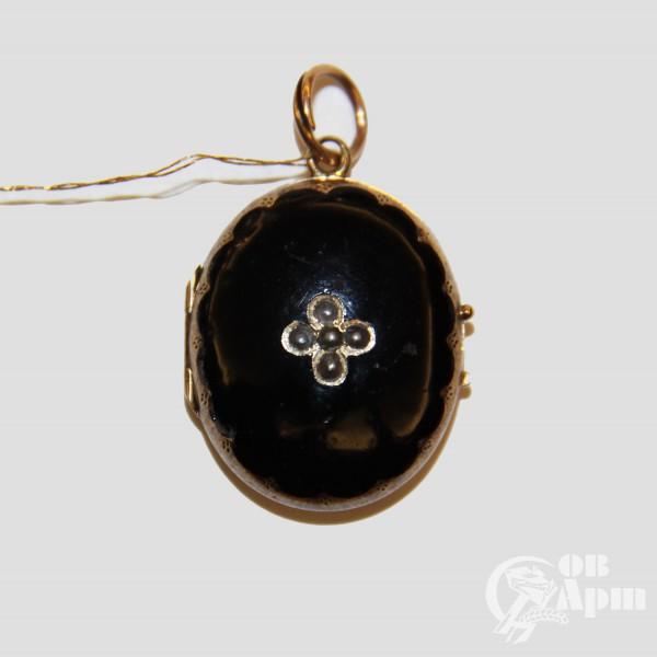 Медальон с черной эмалью и жемчугом