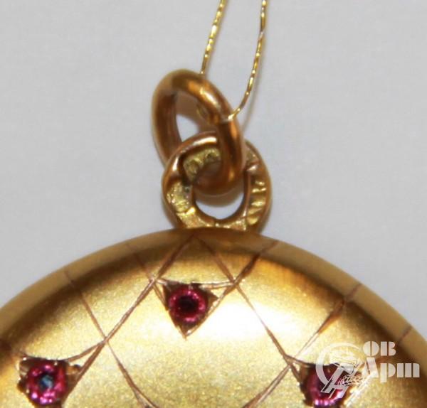 Медальон с демантоидами и ювелирными стеклами