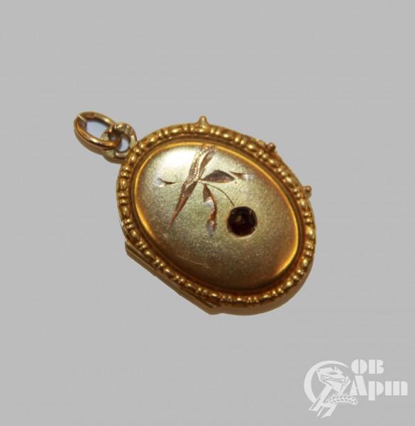 Медальон с гранатом