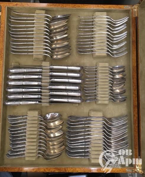 Набор столовых приборов на 12 персон